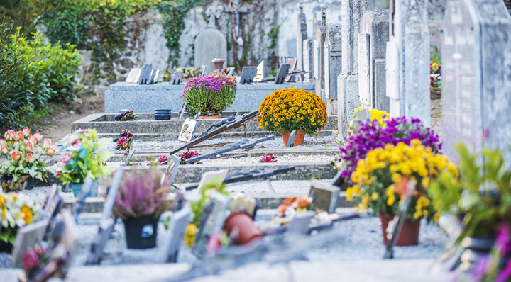 Conseil : Entretenir et décorer une pierre tombale - Le blog de La Foir'Fouille
