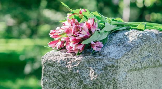 Conseil : Entretenir une pierre tombale