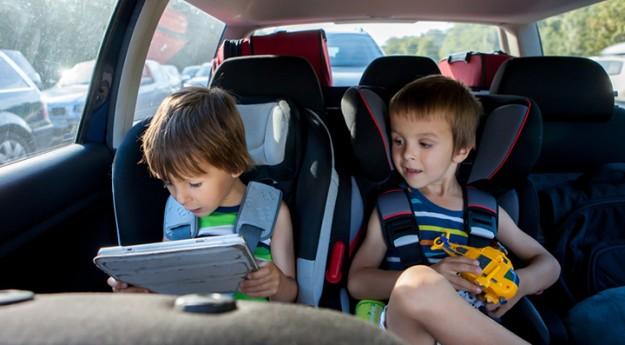 Conseil: Les astuces pour occuper les enfants en voiture