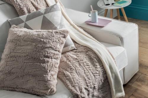 la foir 39 fouille c 39 est le style qui a chang pas les prix. Black Bedroom Furniture Sets. Home Design Ideas