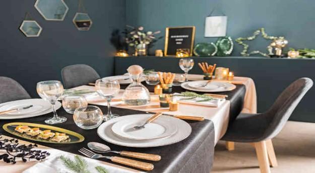 Style: Une table de Noël chic en or