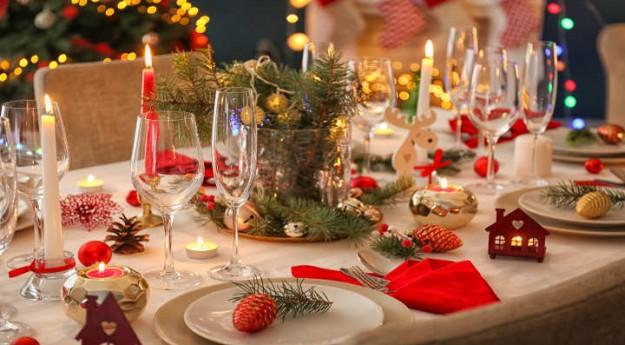 On adore: Une table de Noël en rouge et blanc