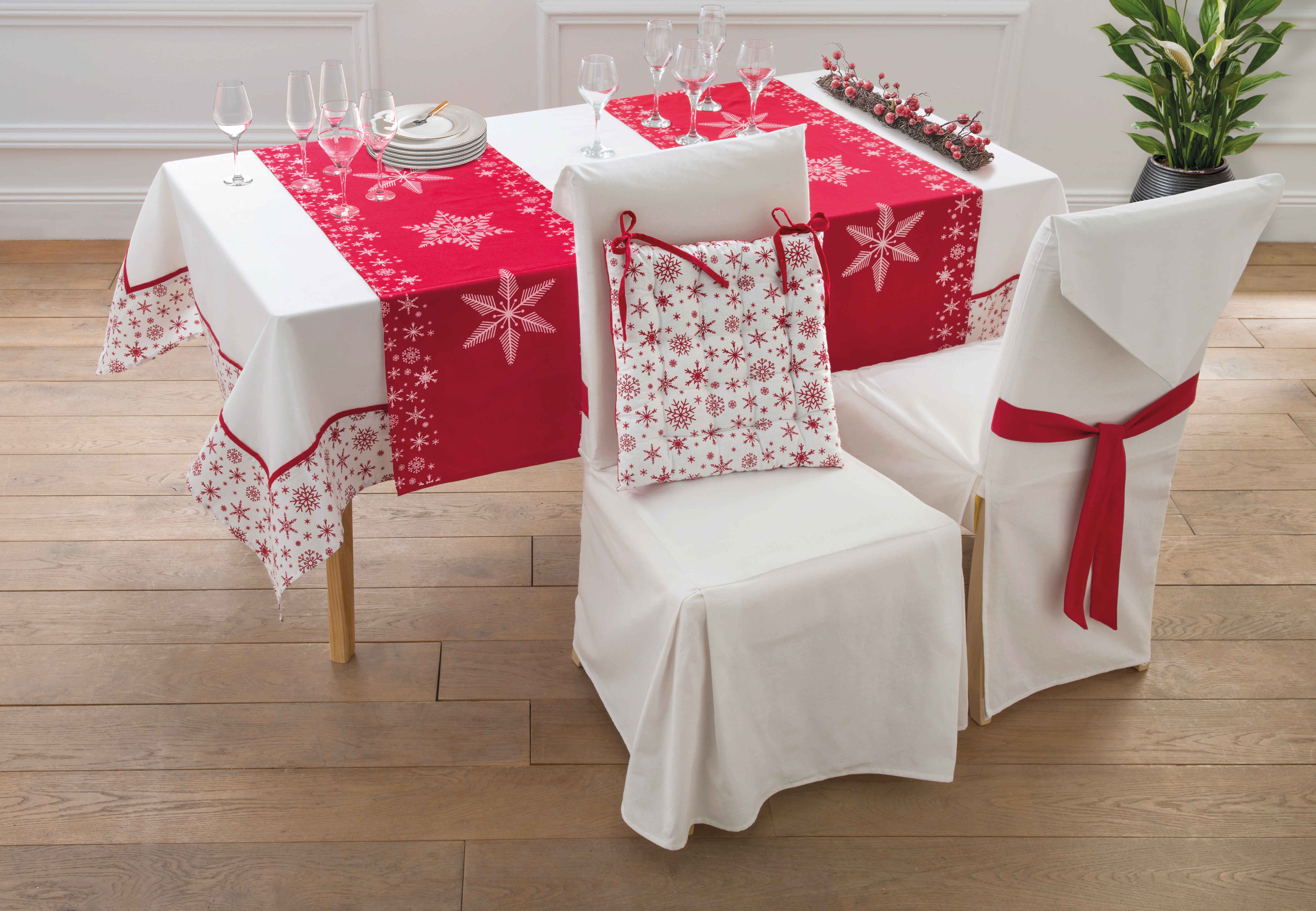 On adore  -Une table de Noël en rouge et blanc - Blog La Foir'Fouille