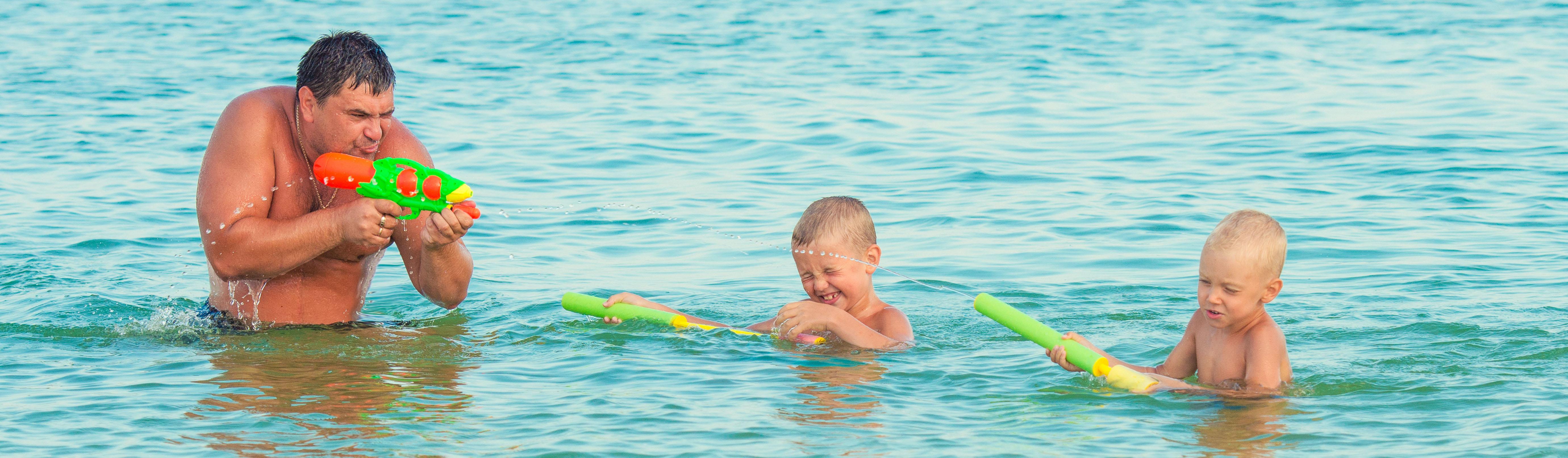 Père et fils - On adore - On adore - 5 jeux d'eau pour rafraichir les enfants