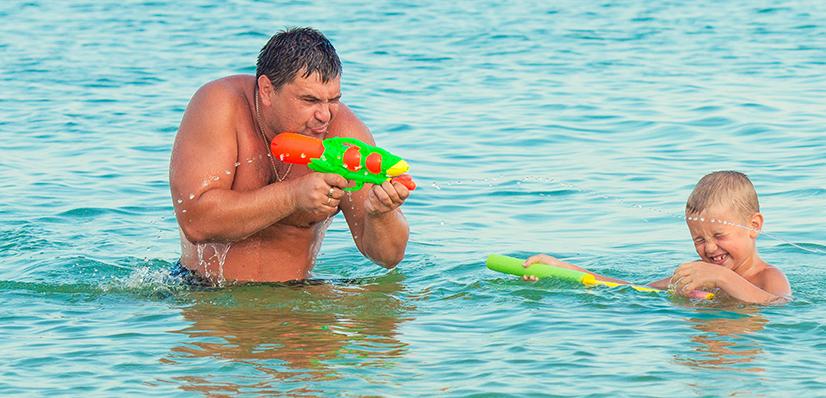 Père et fils - On adore - 5 jeux d'eau pour rafraichir les enfants