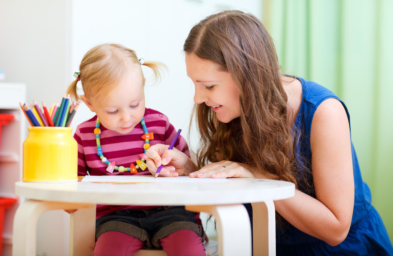 Conseils - Sensibiliser les enfants à l'Art par le coloriage - Mother and daughter