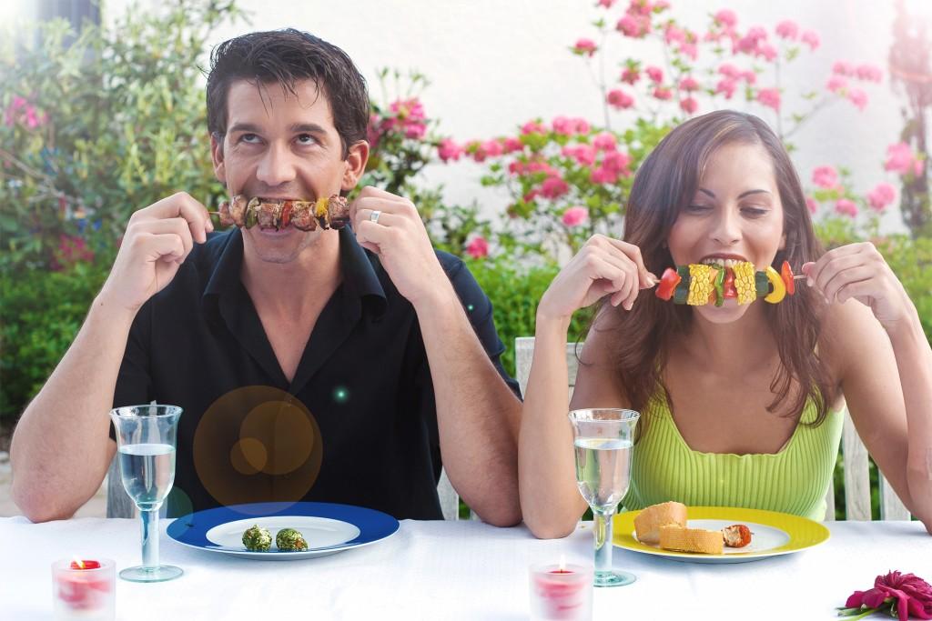 Couple - On adore - Préparer un barbecue entre amis