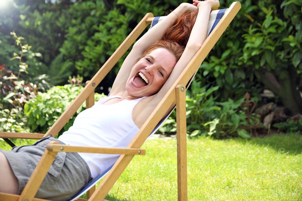 Happy woman - On adore - Les indispensables pour profiter de son jardin
