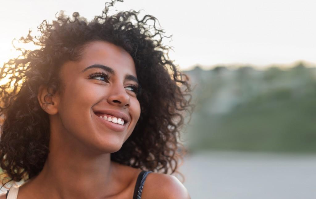 Conseils - Nos essentiels pour un beau sourire  - Smiling woman