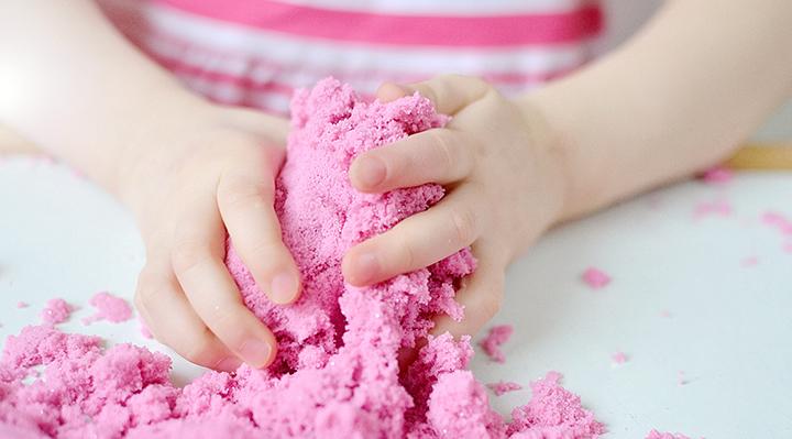 ROSE - DIY - Du sable magique pour les enfants !