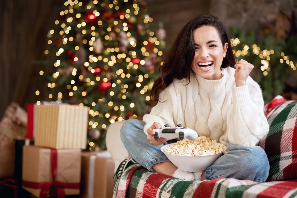 Joueuse - La Foir'Fouille - Conseils - 6 Cadeaux de Noël pour un gamer