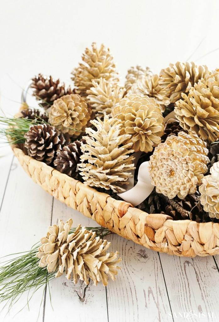 Sand and sisal - On adore - Intégrer des pommes de pin à son Noël nature