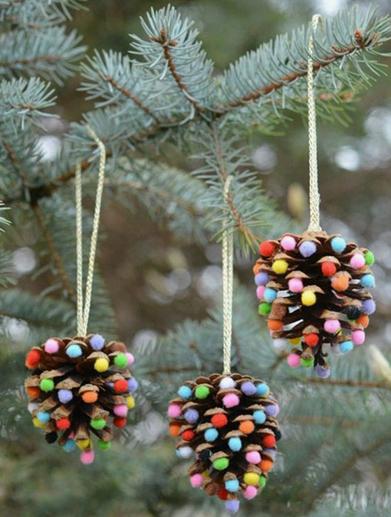 On adore - Intégrer des pommes de pin à son Noël nature - Suspension