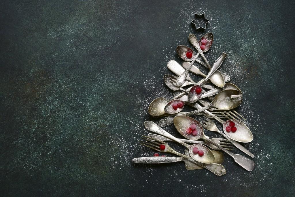 Sapin abstrait Foir'Fouille - vaisselle table - Conseils - Bien décorer sa table de Noël chic !