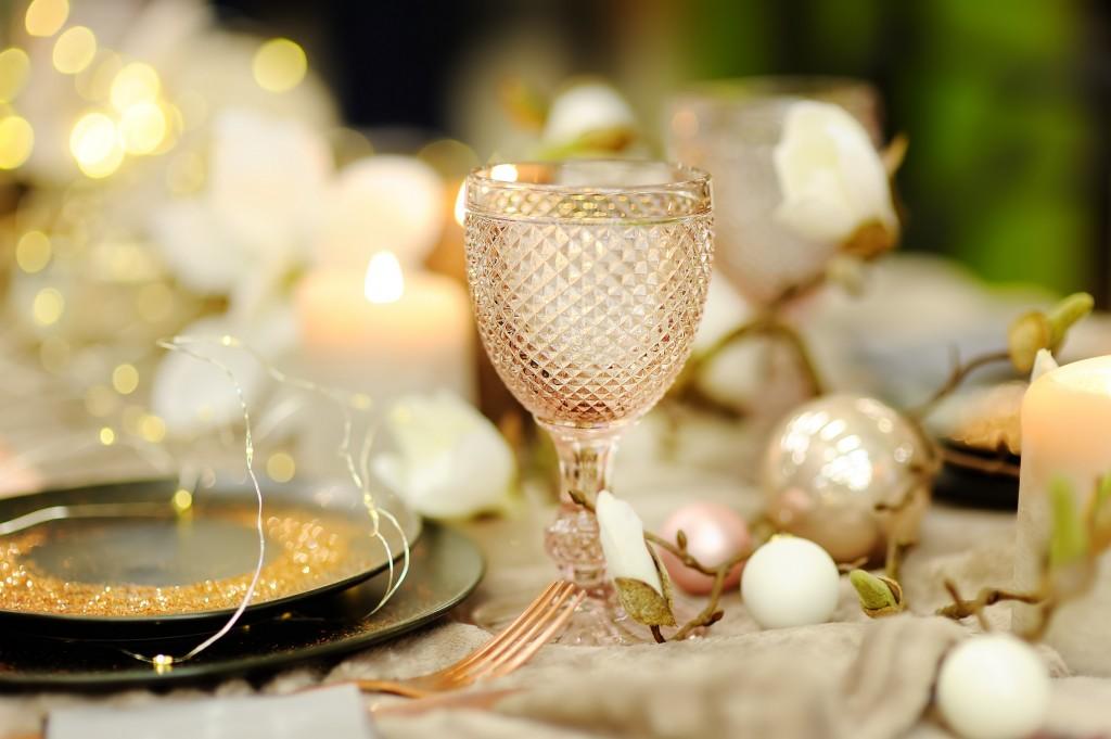 Illumination des arcanes de la table - La Foir'Fouille - Conseils - Bien décorer sa table de Noël chic !