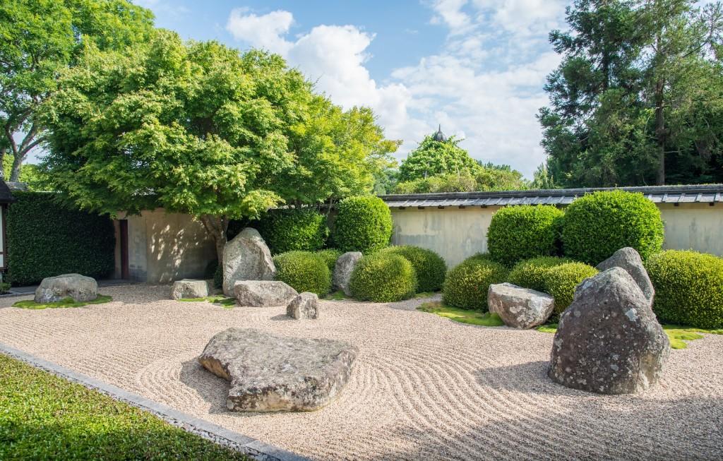 sillons de sol gravier jardin japonais gros sable