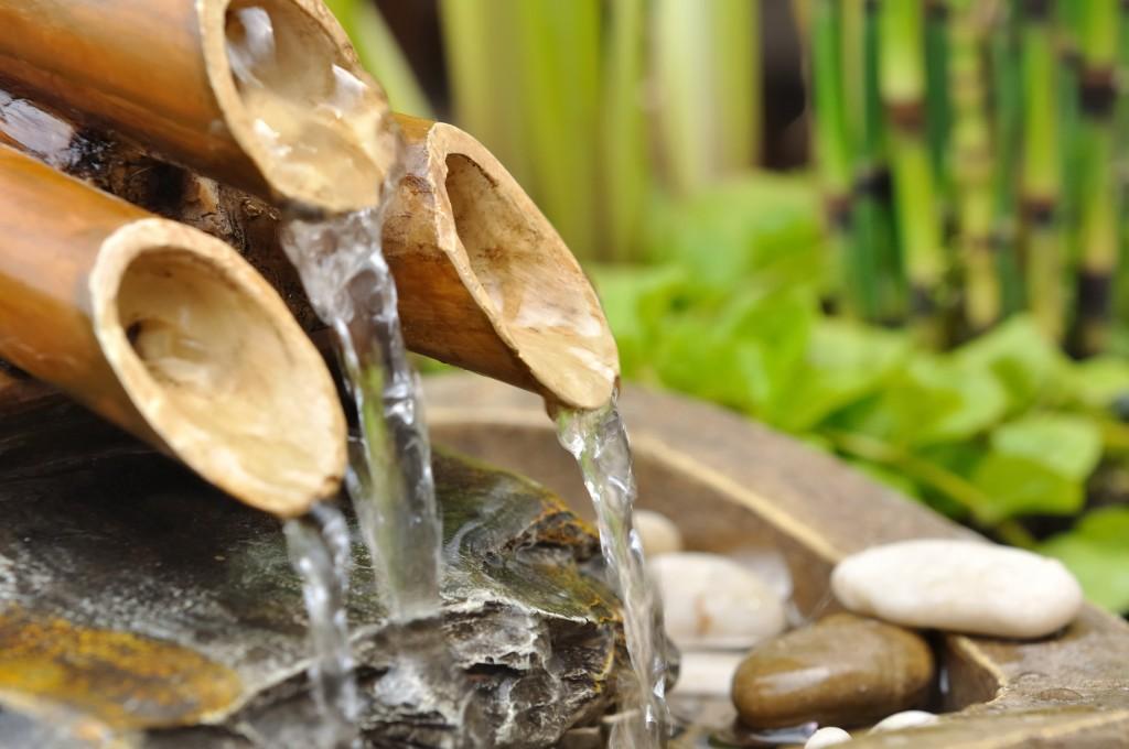 fontaine de roseaux et bambou jardin zen japonais