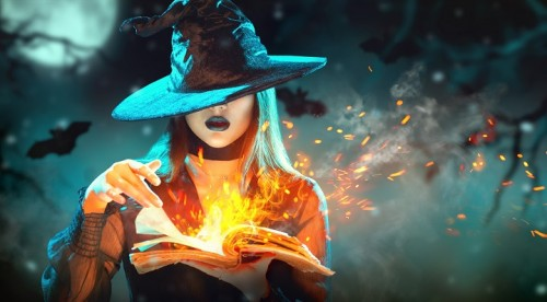 sorciere utilise la magie Halloween